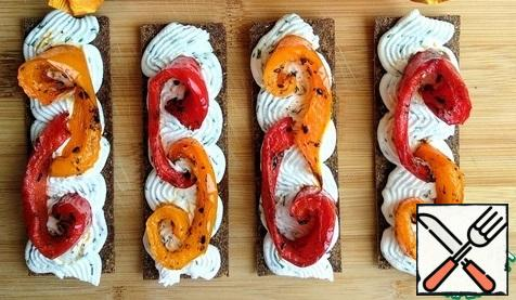 Spread the slices of baked pepper on top.