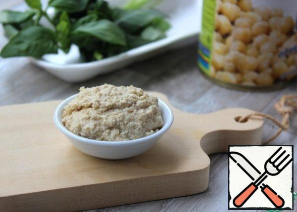Beat the fried sesame seeds with a blender, adding a little broth from chickpeas or water, 0.5 tsp lemon juice, 1 tsp vegetable oil, bring to the state of pate