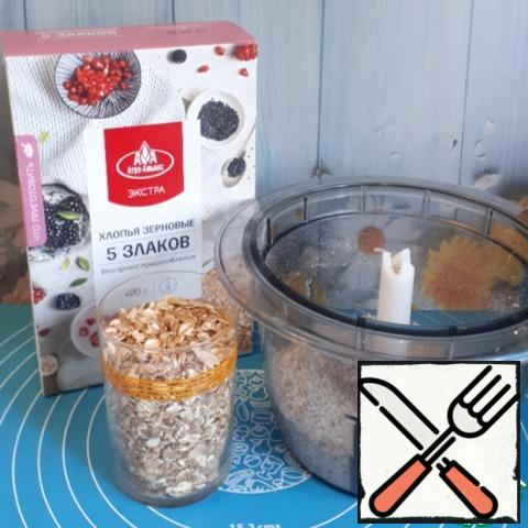 To make this cookie, you will need two glasses of cereal flakes. Grind one cup of flakes into flour. The volume of the glass is 250 ml.