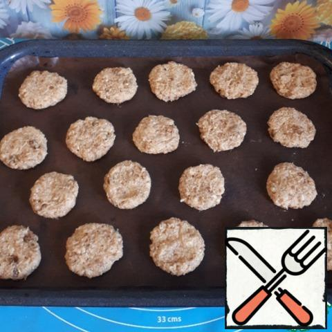 From the dough, roll small balls and flatten them.