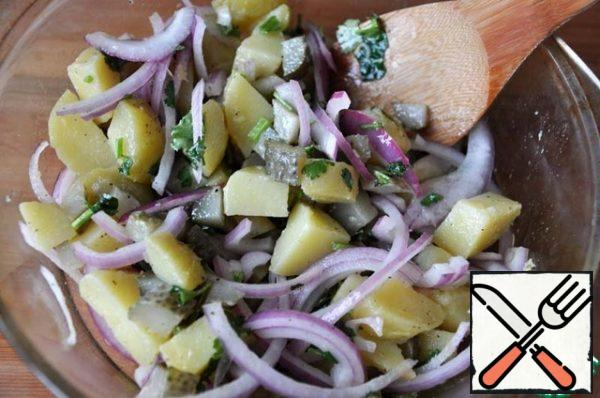 Add the pickled onion and mix.