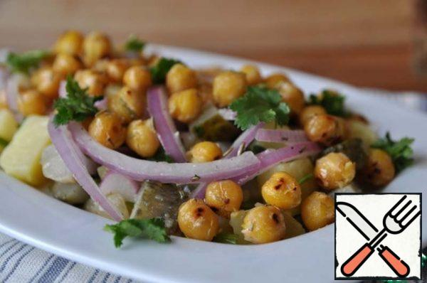 Spread hot toasted chickpeas on top, garnish with coriander greens. Serve immediately.