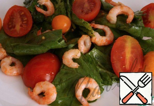 Then add the physalis and shrimp and eat with pleasure!