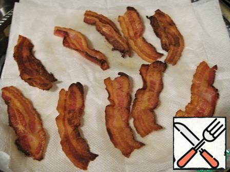 Fry the bacon until crisp or soft (as you like) and place it on paper towels.