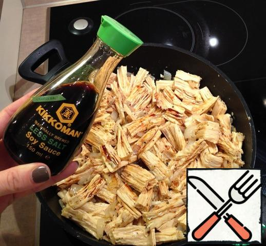 Pour out our chopped asparagus, add soy sauce and fry for another 2-3 minutes.
