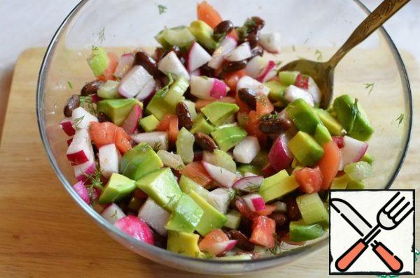 Mix everything in a salad bowl, season with olive oil and lemon juice.