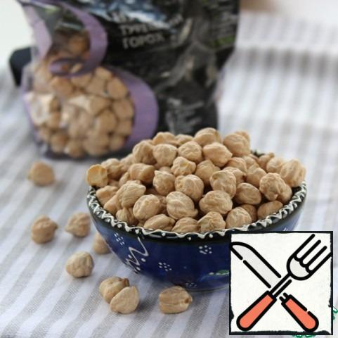 Pre-soak chickpeas with cold water, preferably overnight, rinse, put in a saucepan, pour fresh water and boil until tender.