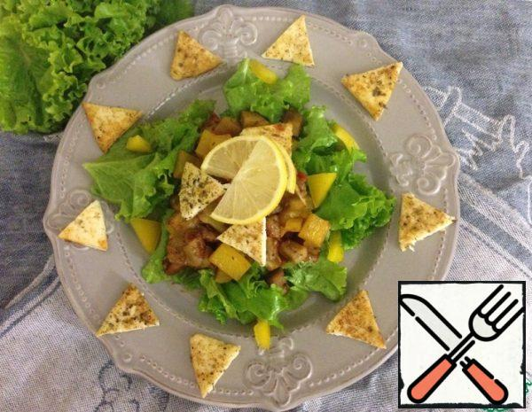 1. Cut the cheese into slices and fry in a dry pan until golden brown, sprinkle with a mixture of spices directly during frying on both sides. 2. Cut the vegetables into large cubes and fry in a dry pan until tender.