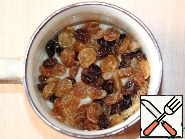 Pour boiling water over the raisins. After 5 minutes, drain the water, cool the raisins.