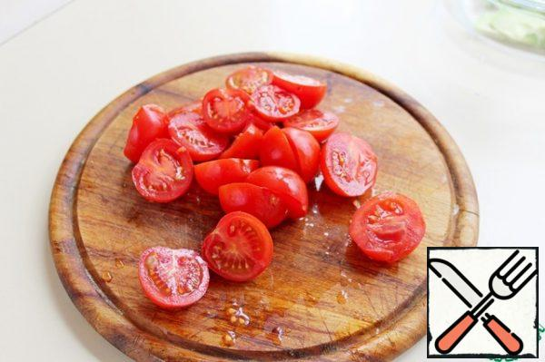 Cut the cherry tomatoes in half.