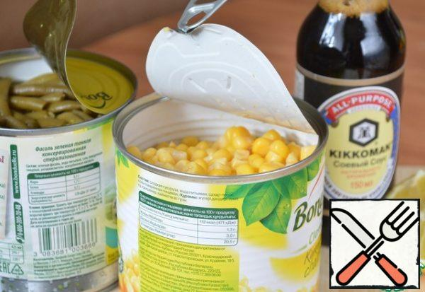 Drain the liquid from the corn. Strain the brine from the beans into a bowl.
