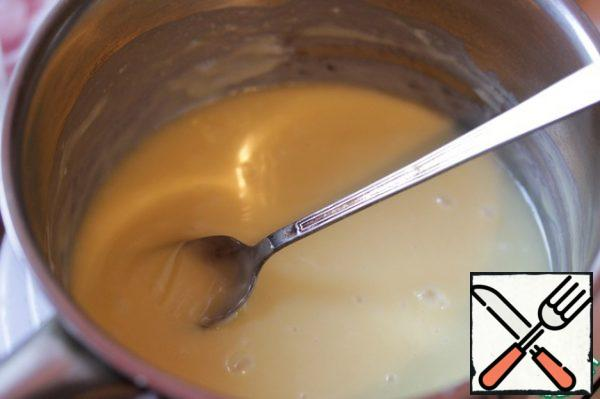Melt the chocolate in a water bath.