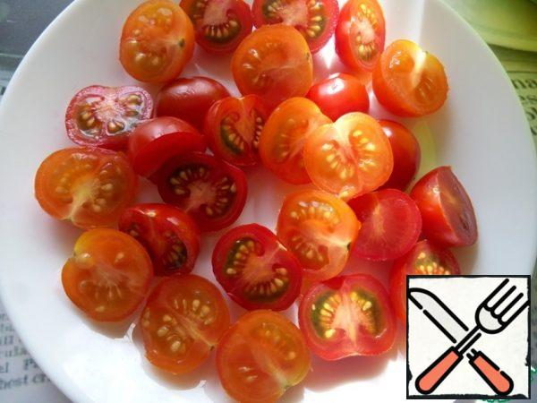 Cut the cherry tomatoes into halves.