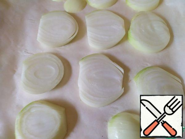 On a baking sheet, make a pillow of thickly sliced onion rings. Put the chicken on this pillow.Bake at 200 degrees.After 20 minutes, reduce the temperature to 150 degrees and bake until tender, only about 30-40 minutes.After the chicken is cooked, take it out, cover it and leave it for 10-15 minutes.