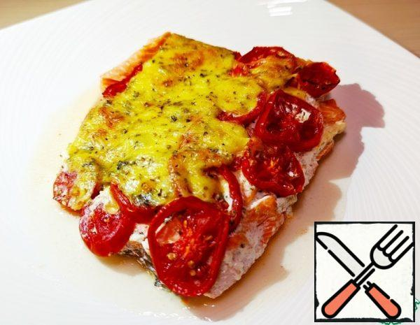 1. Slice the tomatoes 2. Mix grated cheese, salt, spices and cream 3. Fillet of red fish slightly cut along and across 4. Put the fish in a greased baking dish