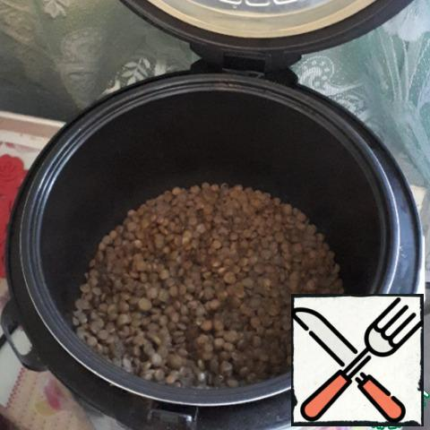 """Lentils I cook in a slow cooker on the function of """"cereals"""", pre-soaked it in water for 30 minutes. The ratio of cereals and water when cooking is 1 to 2."""