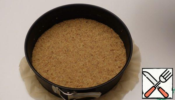 Take a baking dish 24cm form a cake of cookies