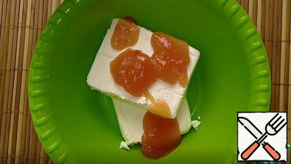 Cottage cheese is mixed with jam (or jam, jam) Mix until smooth.