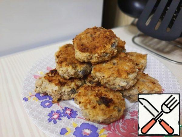You get delicious cutlets with eggplant. Lemon zest gives the cutlets a pleasant aroma and savory taste. Serve the cutlets with your favorite side dish or vegetables. Bon Appetit!
