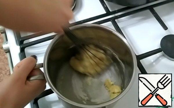 Then pour the flour and mix quickly.