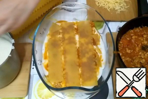 Spread 3 plates of lasagna. I buy lasagna sheets that don't need to be pre-boiled.