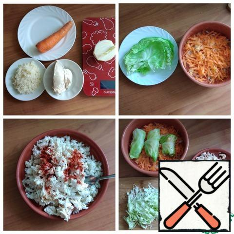 """We prepare products for dietary cabbage rolls. The rice should be boiled until half cooked. We will need boiled breast and broth from under it. I have a young cabbage with a small fork. I'm more comfortable this way. I need cabbage rolls let's say: """"Mini"""". It will be more convenient for me to form them in a portion weighing 150 g. We separate 6 cabbage leaves and cut out the thick veins. Place in a pot of boiling water, so that the leaves are soft and pliable. Cut the onion at random, grate the carrots on a medium-sized grater. Combine rice with finely chopped breast, add your favorite spices. I added smoked paprika and salt. The filling is ready. Wrap the cabbage rolls. On one sheet I put 2 h l of filling. Since for dinner I need only 150 g of cabbage rolls. I will wrap 3 pcs. I will cut the remaining 3 cabbage leaves. The remaining dish in the next meal of vegetable food, I just warm up and finish. You wrap as many cabbage rolls as you need. I took the form D-20 cm. I put half of the carrots and onions on the bottom. They have stuffed cabbage rolls on them."""