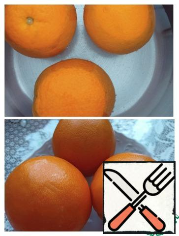 Wash the oranges thoroughly, pour water in a saucepan and bring to a boil. After boiling, cook for 35 minutes, sometimes turning from side to side. Cool down.