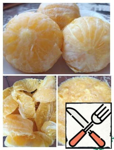 Peel the cooled oranges, cut them into slices, remove the seeds and chop them.