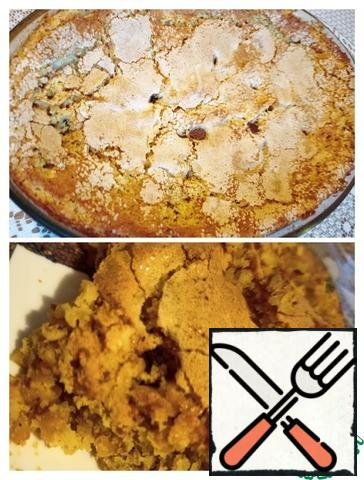Bake for 50 minutes. In my oven, after 25 minutes, it took to cover the top with foil. Allow to cool in the form of 30-40 minutes, cut into portions and carefully transfer with a wide spatula, the dessert turns out crumbly.