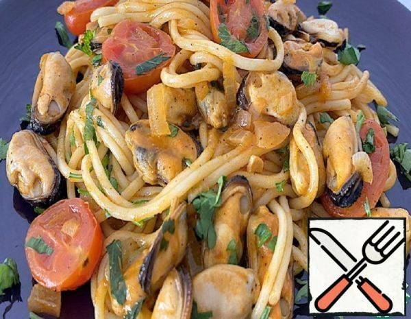 Spaghetti with Mussels in Tomato Sauce Recipe