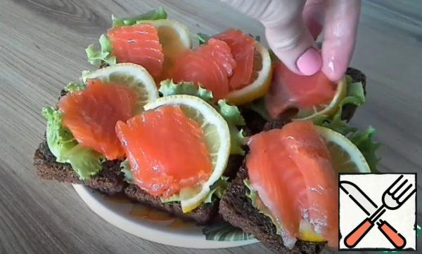 Next, you can prepare delicious sandwiches or canapes. You can use it when preparing any other snack or serve it sliced on a platter.