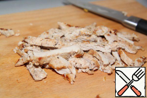 5 pieces of ready-made meat are put aside, the rest are finely cut.
