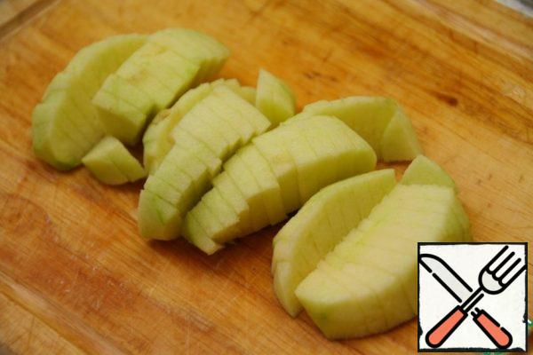 Peel the apple, cut out the core and cut into fairly small pieces.