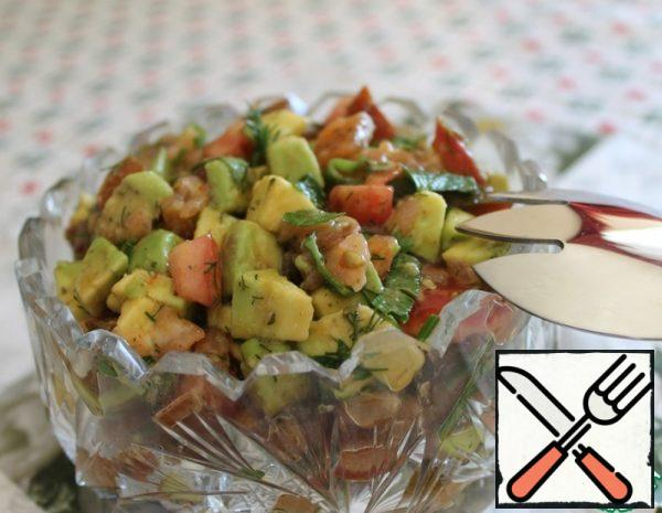Take one avocado, choose a slightly soft, not hard one. Clean, remove the bone, cut into small cubes.