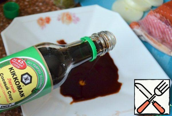 Pour soy sauce into a large flat plate.