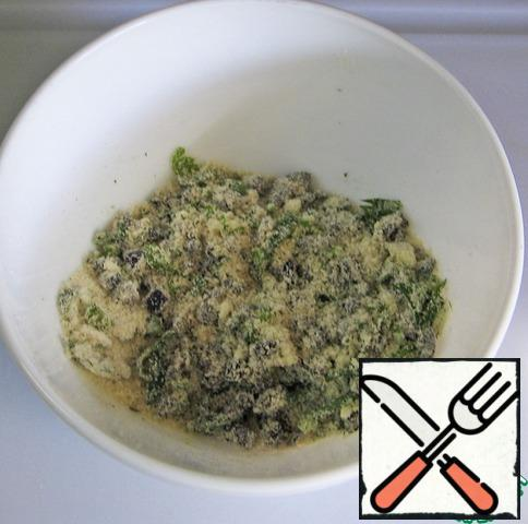 Mix with breadcrumbs. Add 4 tablespoons of olive oil and stir.