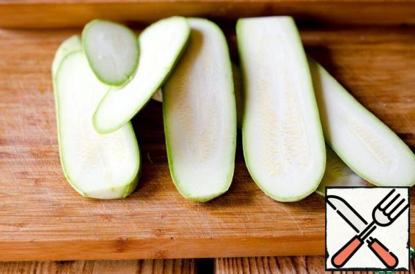 Zucchini cut into plates.