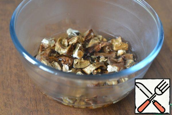 Pour boiling water over a handful of dried mushrooms.