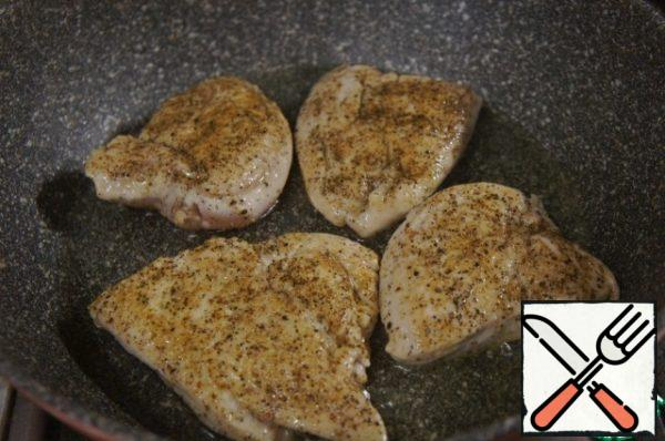 Fry in sunflower oil on both sides until lightly browned, brown, and set aside in another container.