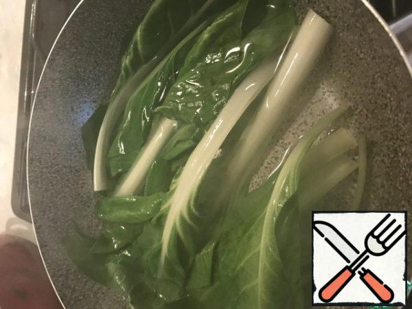 For garnish. Cook the rice. Wash the Chinese cabbage, blanch in salt water until tender.