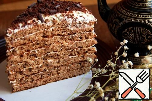 """This is a cut of """"Chocolate Girl"""". Between the layers, grated chocolate is added to the cream. On top, too, a lot of chocolate chips, which crunches pleasantly when eating."""