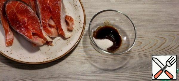 Combine the sugar and soy sauce in a bowl and mix.