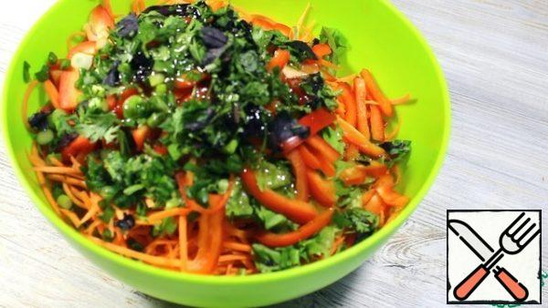 Vegetables and herbs put in a salad bowl, pour the dressing. Cover with a lid or plastic wrap. Leave in the refrigerator for at least 30 minutes. I usually leave it overnight.