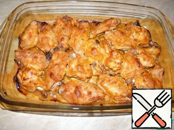 Bake in a preheated 200% oven for 25-30-40 minutes (depending on the size and degree of crust)