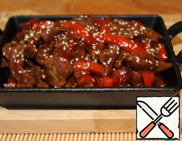 1. Cut the beef into small oblong pieces. 2. Cut the pepper into strips 3. Fry the beef in different pans (until tender) and pepper until it becomes soft. Salt and pepper