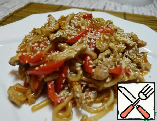 Starch noodles must first be soaked in water for 2-3 hours, then boil for 5 minutes, if you have other noodles, follow the instructions on the package. Vegetables cut into strips, carrots can be grated on a coarse grater, fry until half cooked, peppers and carrots should remain firm. Lay out the vegetables. Cut the meat into strips, fry separately for 10-15 minutes until tender. Add vegetables, noodles, soy sauce and oyster sauce to the pan with the meat.