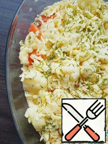 Sprinkle with grated cheese. The cheese can be pre-mixed with finely chopped dill.Send to the preheated oven and bake for about 30 minutes at a temperature of 180-190 degrees (be guided by your oven, the cooking time may vary)
