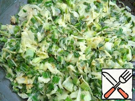 Chop the cabbage, cut the green onions. Transfer to a frying pan and fry for 15 minutes in vegetable oil.