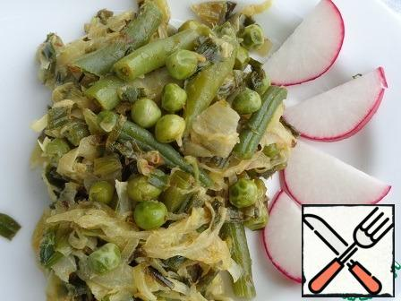 After the time has elapsed, add the green peas and string beans, salt, seasoning, and black pepper to the cabbage. Continue to fry for another five minutes. Serve hot.