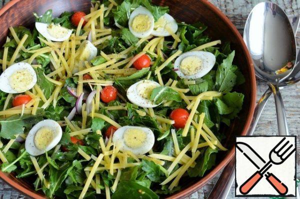 Season the salad with oil, white pepper, salt.